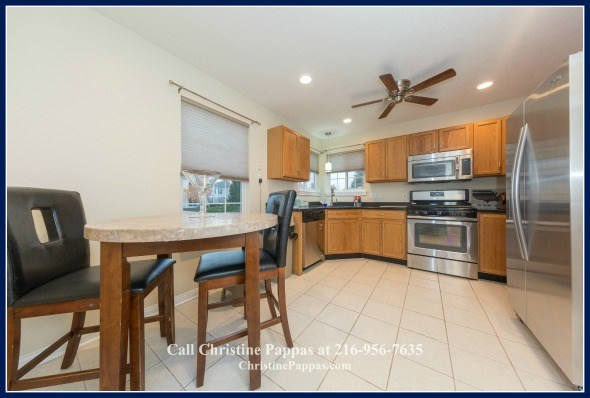 There's nothing like a gorgeous eat-in kitchen in a Northeast OH condo for sale to make you fall in love with it even more.