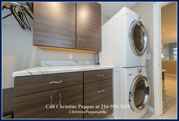 This stunning condominiums for sale in Highland Heights comes with an inside laundry area that has a new washer and dryer.